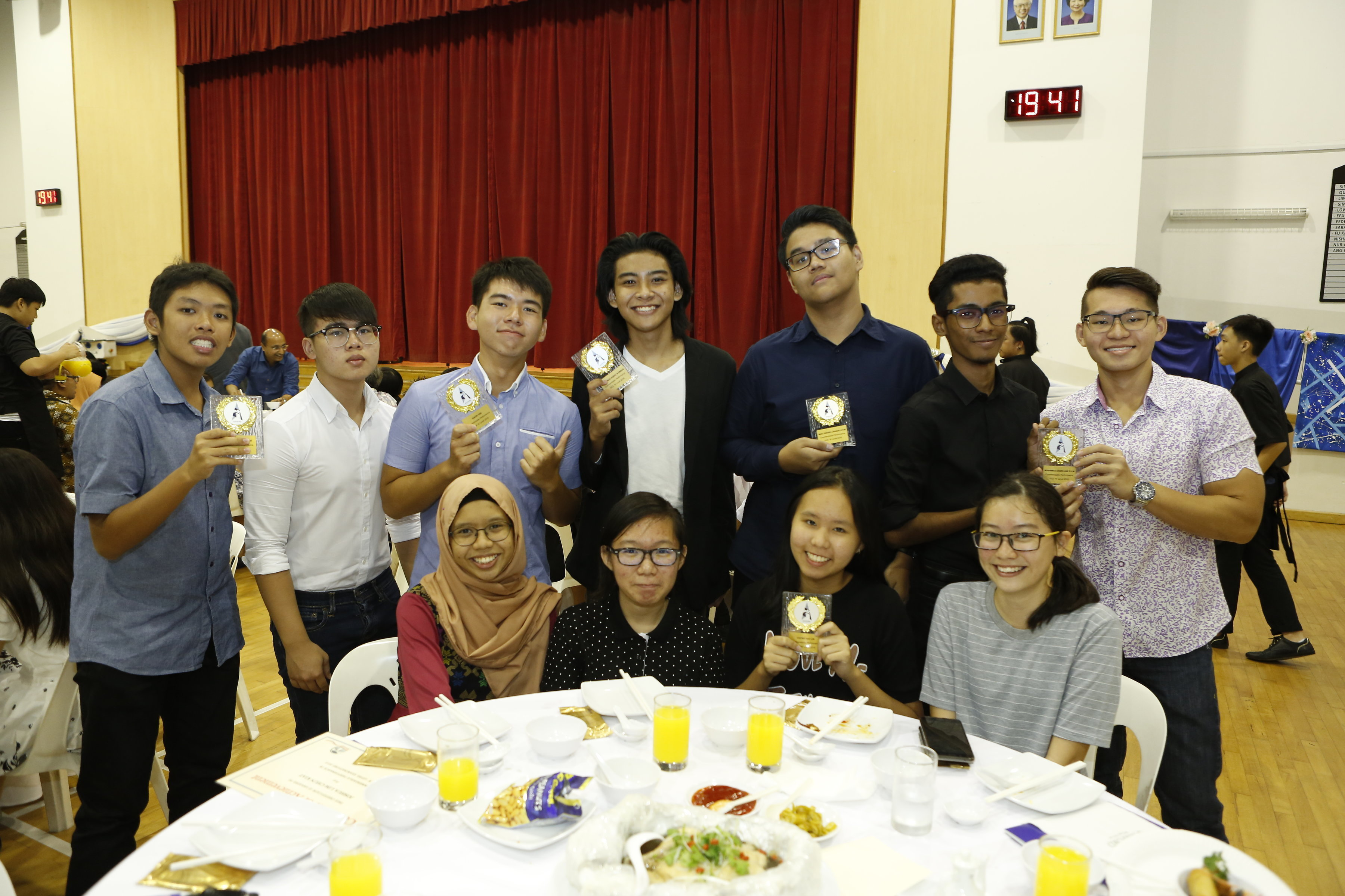 Alumni attending 15th Anniversary Dinner as Prize Receiptients.JPG